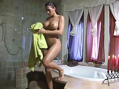 Rachel Roxxx dries up after taking a nice bath