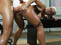 Sadie Swede anal fucked gapping anus